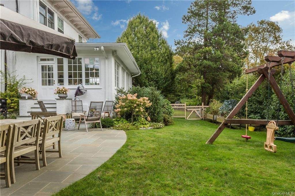 29. Single Family Home for Sale at 119 White Plains Road Bronxville, New York, 10708 United States