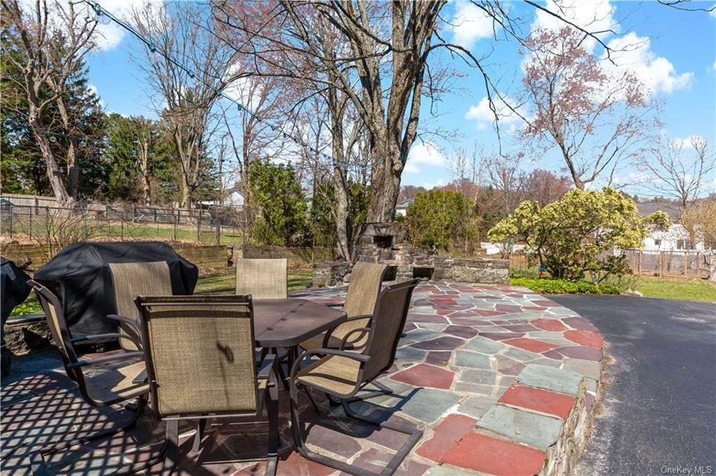 29. Single Family Home for Sale at 2032 Crompond Road Cortlandt Manor, New York, 10567 United States