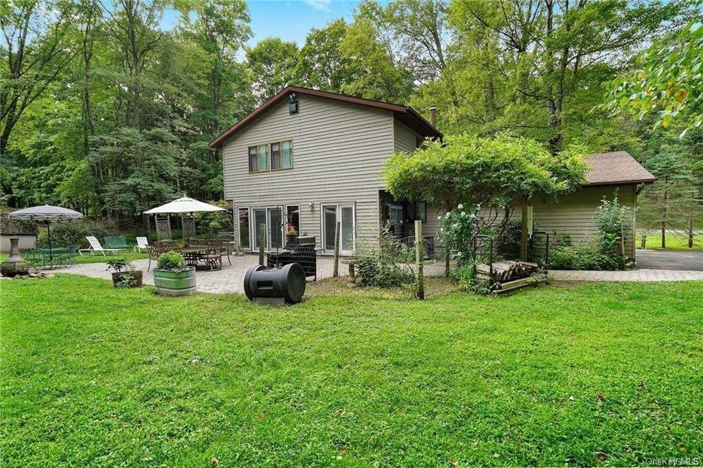 29. Single Family Home for Sale at 14 Lori Lane Chester, New York, 10918 United States