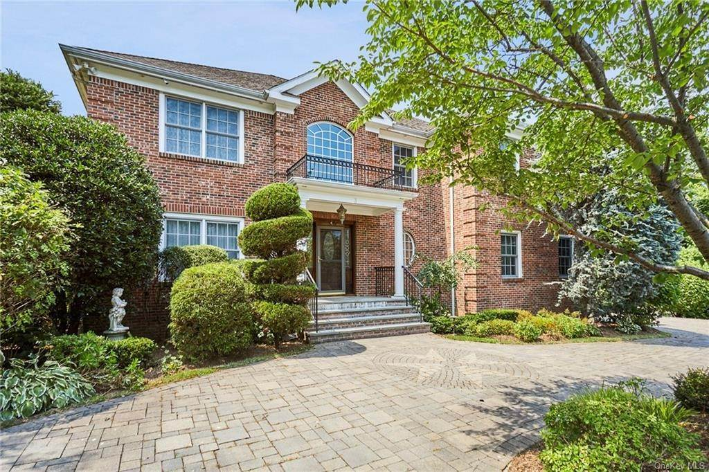 3. Single Family Home for Sale at 3 Mill Pond Lane New Rochelle, New York, 10805 United States
