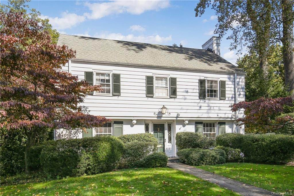 3. Single Family Home for Sale at 1 Hemlock Road Bronxville, New York, 10708 United States
