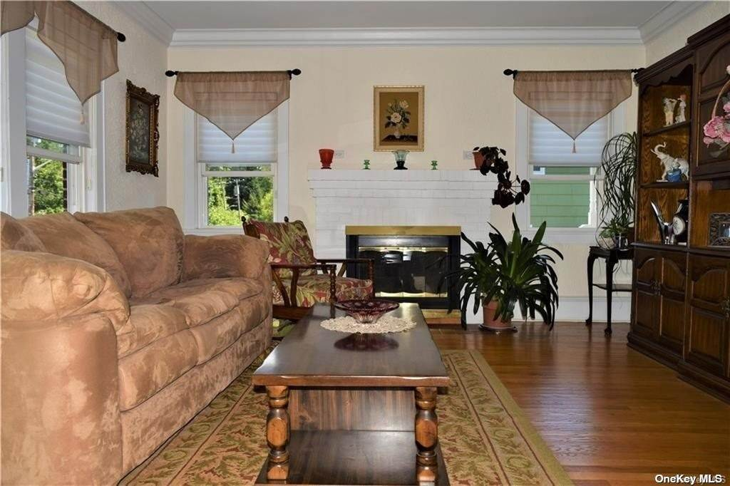 3. Single Family Home for Sale at 45 Garrigan Avenue Thornwood, New York, 10570 United States