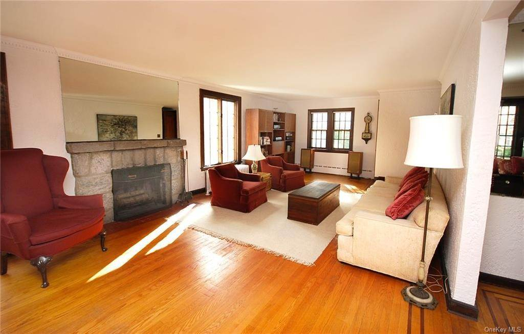 3. Single Family Home for Sale at 28 Wiltshire Street Bronxville, New York, 10708 United States