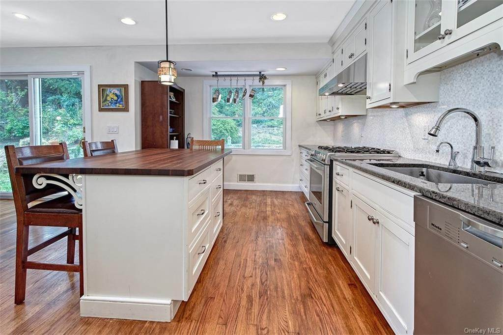 3. Single Family Home for Sale at 2 Pine Ridge Road Rye Brook, New York, 10573 United States