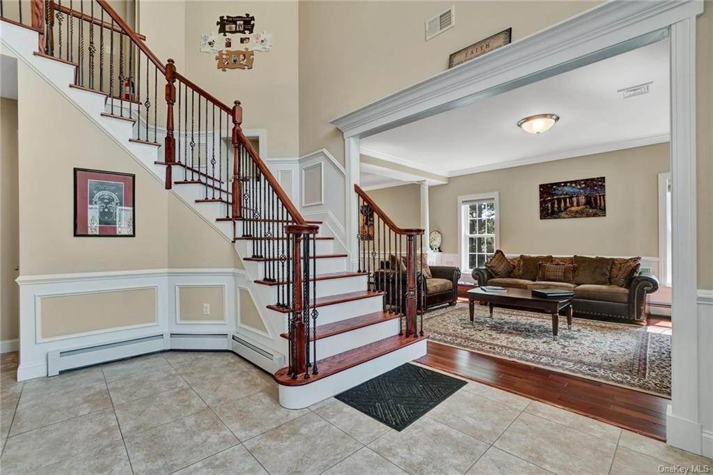 3. Single Family Home for Sale at 11 Sherwood Court Highland Mills, New York, 10930 United States