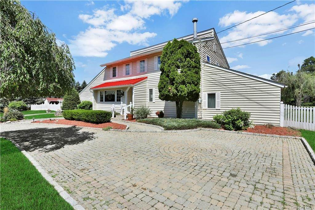 3. Single Family Home for Sale at 2 Sheafe Circle Rock Tavern, New York, 12575 United States