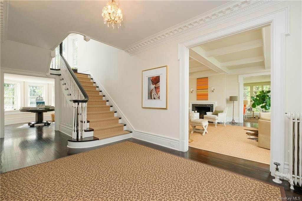 3. Single Family Home por un Venta en 2 Governors Road Bronxville, Nueva York, 10708 Estados Unidos