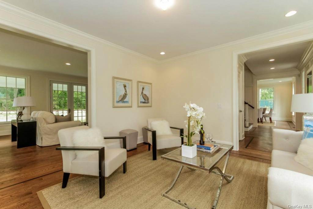 3. Single Family Home for Sale at 3 Meadow Road Scarsdale, New York, 10583 United States
