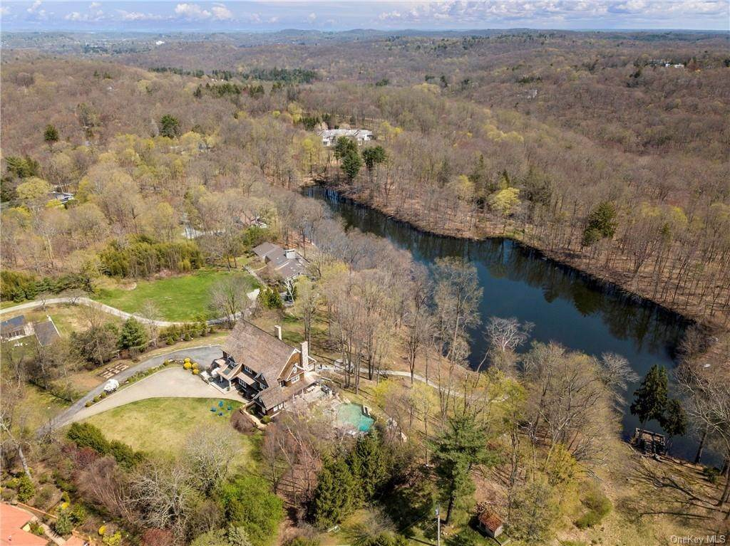 3. Single Family Home pour l Vente à 1 Autumn Way Chappaqua, New York, 10514 États-Unis