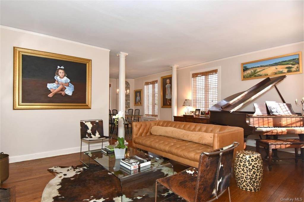 3. Single Family Home for Sale at 5 Park Avenue Terrace Bronxville, New York, 10708 United States