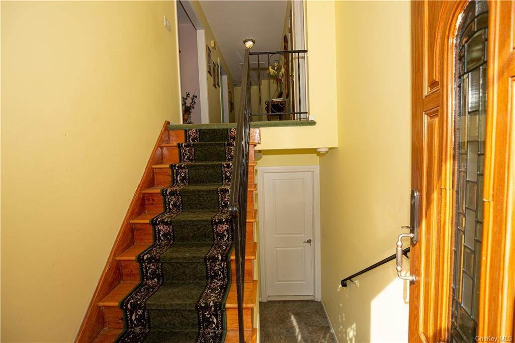 3. Single Family Home for Sale at 173 Hudson Terrace Yonkers, New York, 10701 United States