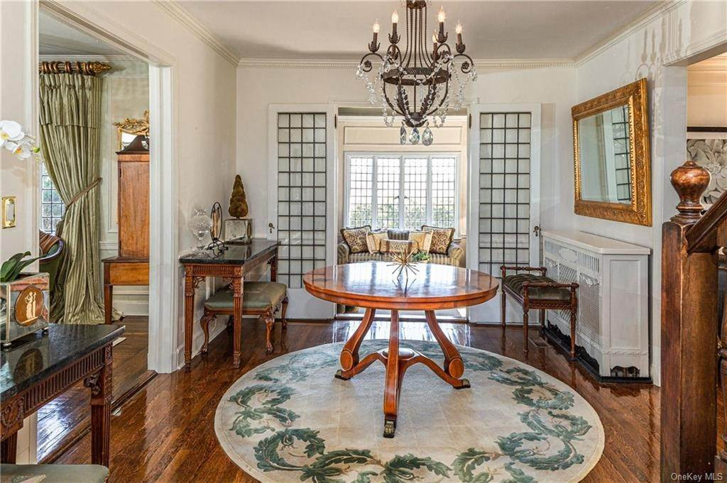 3. Single Family Home for Sale at 14 Courseview Road Bronxville, New York, 10708 United States