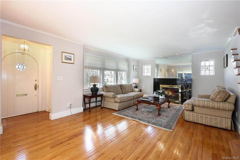 3. Single Family Home por un Venta en 31 Rugby Lane Scarsdale, Nueva York, 10583 Estados Unidos