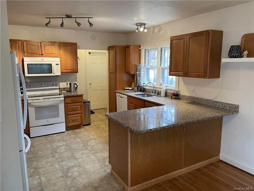 3. Single Family Home for Sale at 62 Ondaora Parkway Highland Falls, New York, 10928 United States