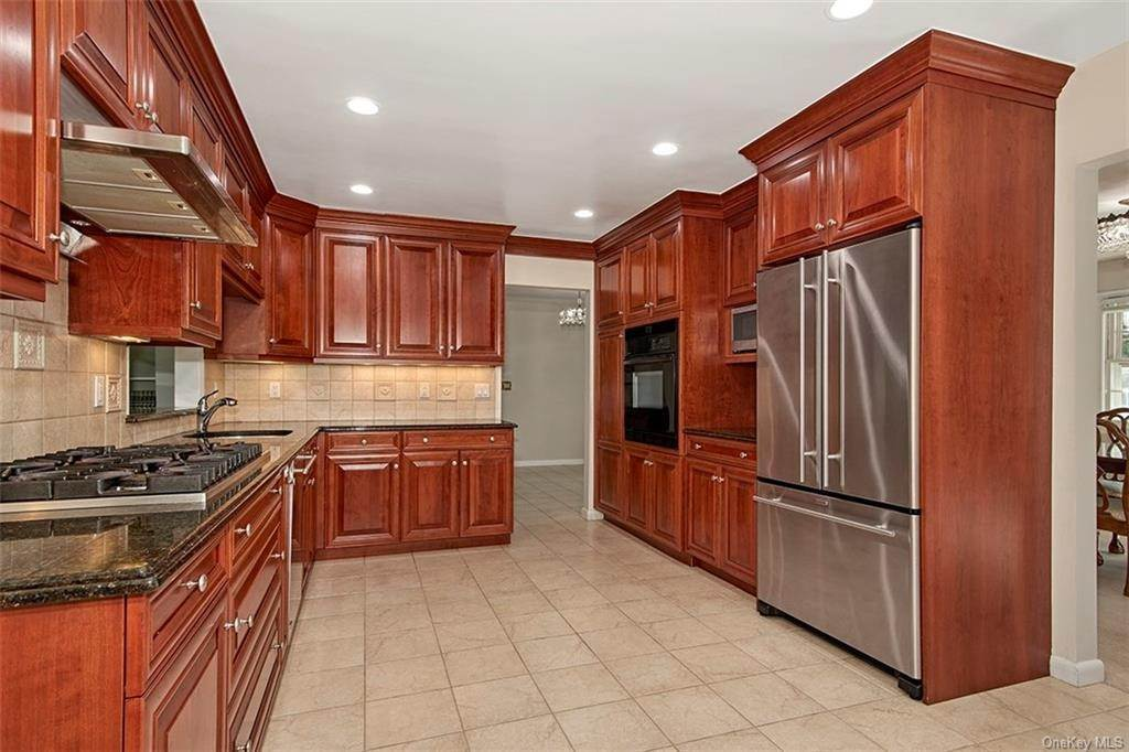 3. Single Family Home for Sale at 188 Country Ridge Drive Rye Brook, New York, 10573 United States