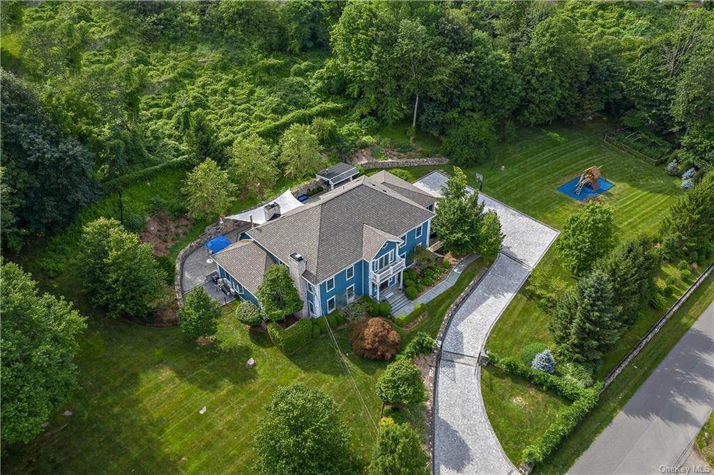 3. Single Family Home for Sale at 81 Sheather Road Bedford Corners, New York, 10549 United States