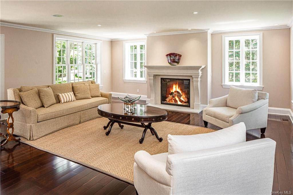 3. Single Family Home for Sale at 1 Woodland Avenue Bronxville, New York, 10708 United States