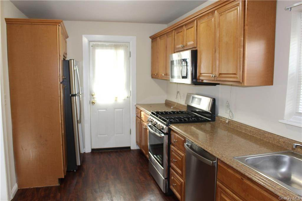 3. Single Family Home for Sale at 43 Bradford Street Harrison, New York, 10528 United States