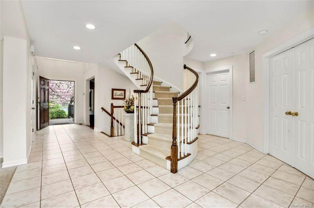 3. Single Family Home for Sale at 5 Stone Falls Court Rye Brook, New York, 10573 United States