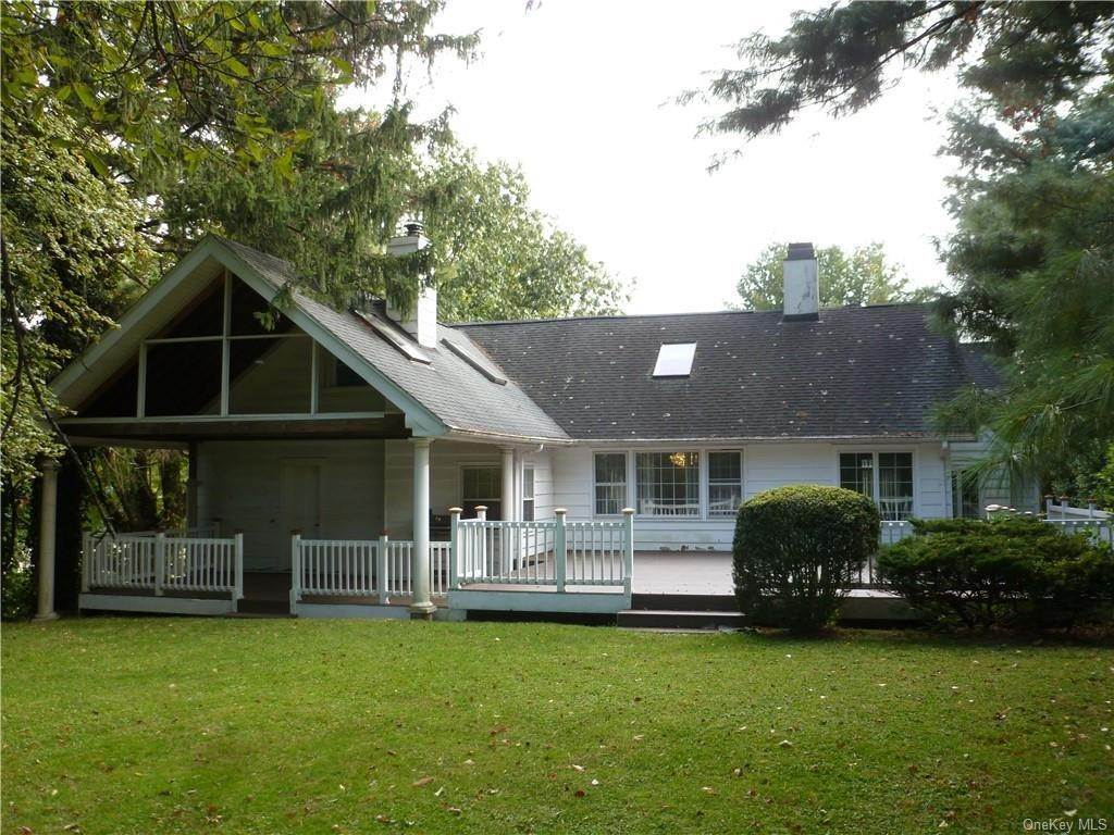 3. Single Family Home for Sale at 1058 Wilmot Road Scarsdale, New York, 10583 United States