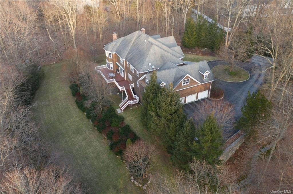 3. Single Family Home pour l Vente à 11 Threshing Rock Road Pound Ridge, New York, 10576 États-Unis