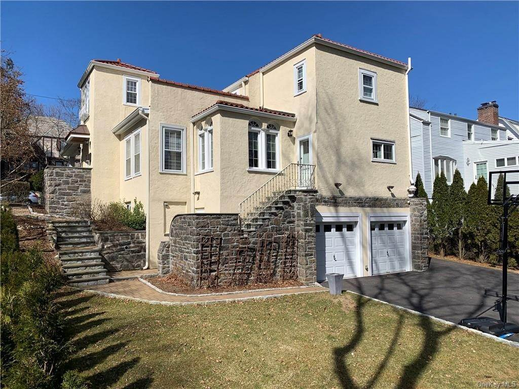3. Single Family Home for Sale at 56 Parkview Drive Bronxville, New York, 10708 United States