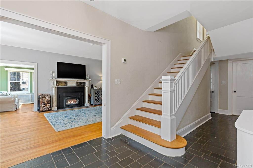 3. Single Family Home for Sale at 2032 Crompond Road Cortlandt Manor, New York, 10567 United States