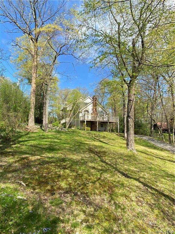 3. Single Family Home for Sale at 5 Lookout Stable Road Tuxedo Park, New York, 10987 United States