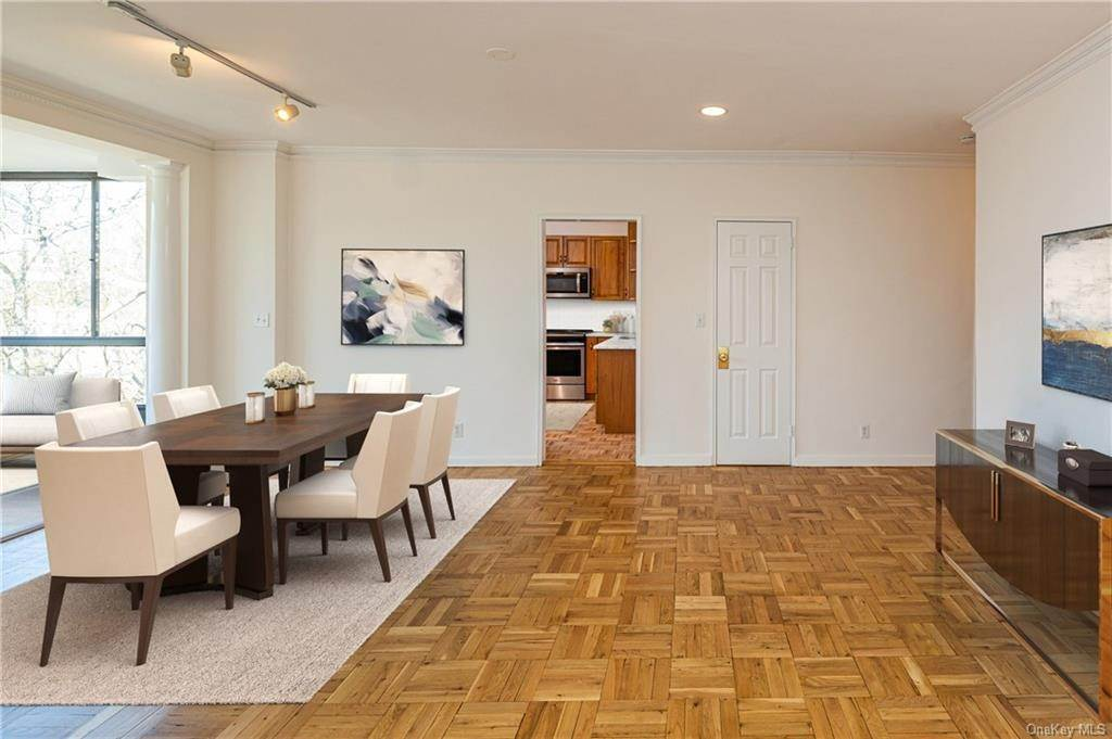3. Single Family Home for Sale at 72 Pondfield Road W Bronxville, New York, 10708 United States