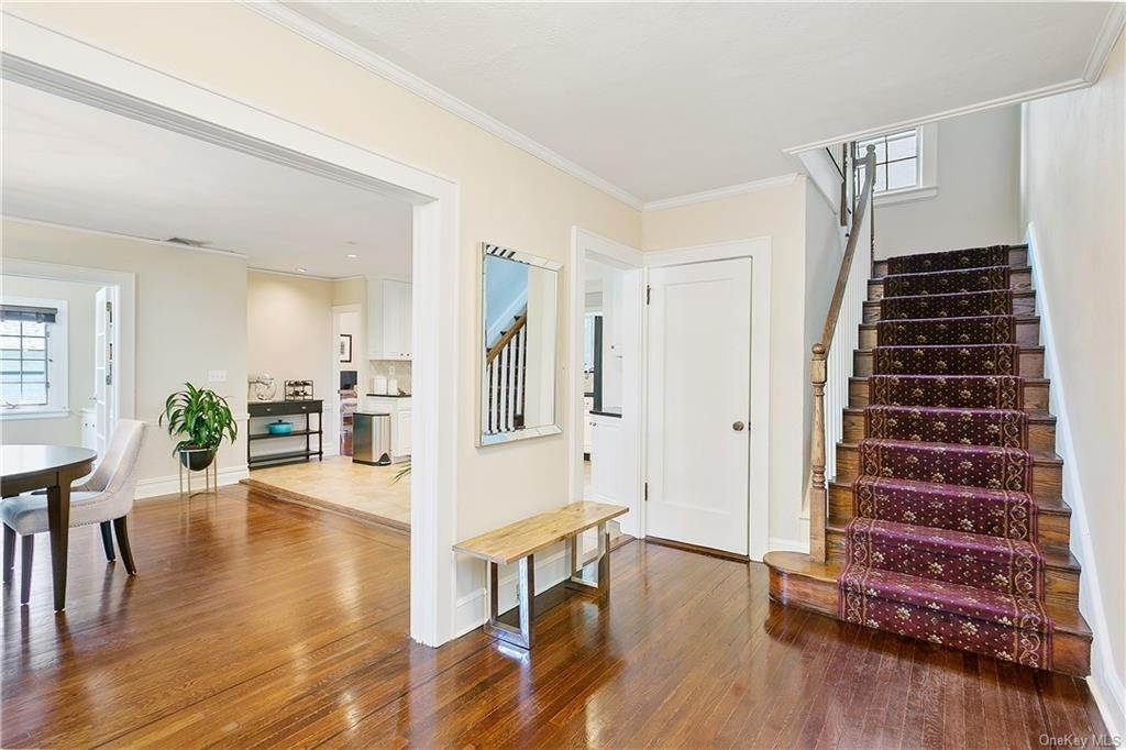 3. Single Family Home for Sale at 10 Hall Avenue Larchmont, New York, 10538 United States