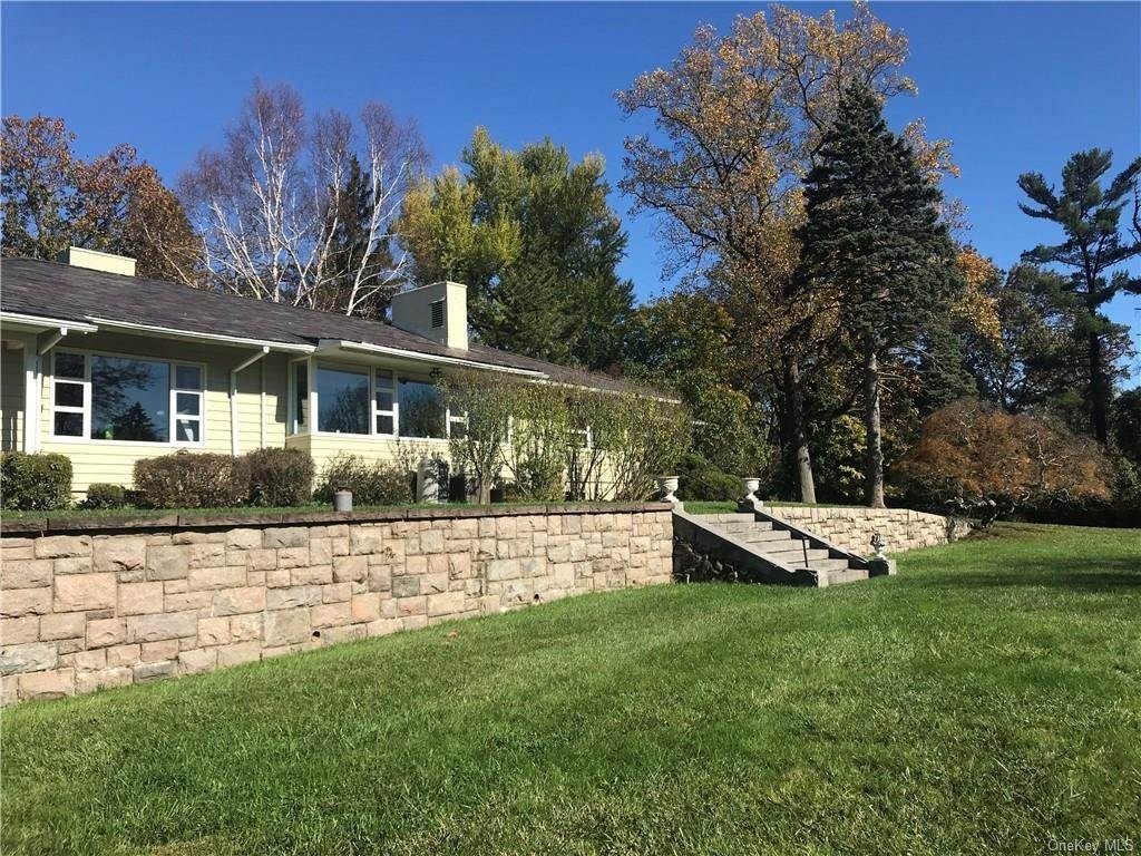 30. Single Family Home for Sale at 120 Holbrook Road Briarcliff Manor, New York, 10510 United States