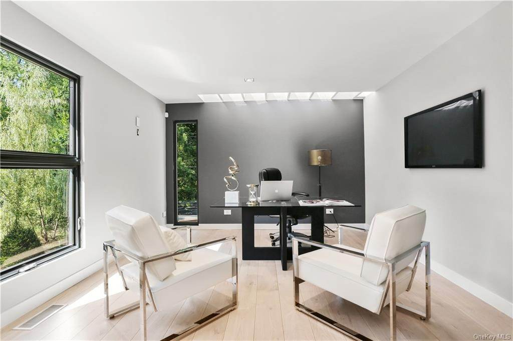 30. Single Family Home for Sale at 862 Fenimore Road Larchmont, New York, 10538 United States