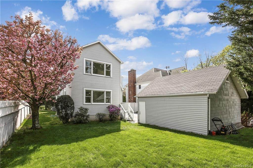 30. Single Family Home for Sale at 211 Oakland Beach Avenue Rye, New York, 10580 United States