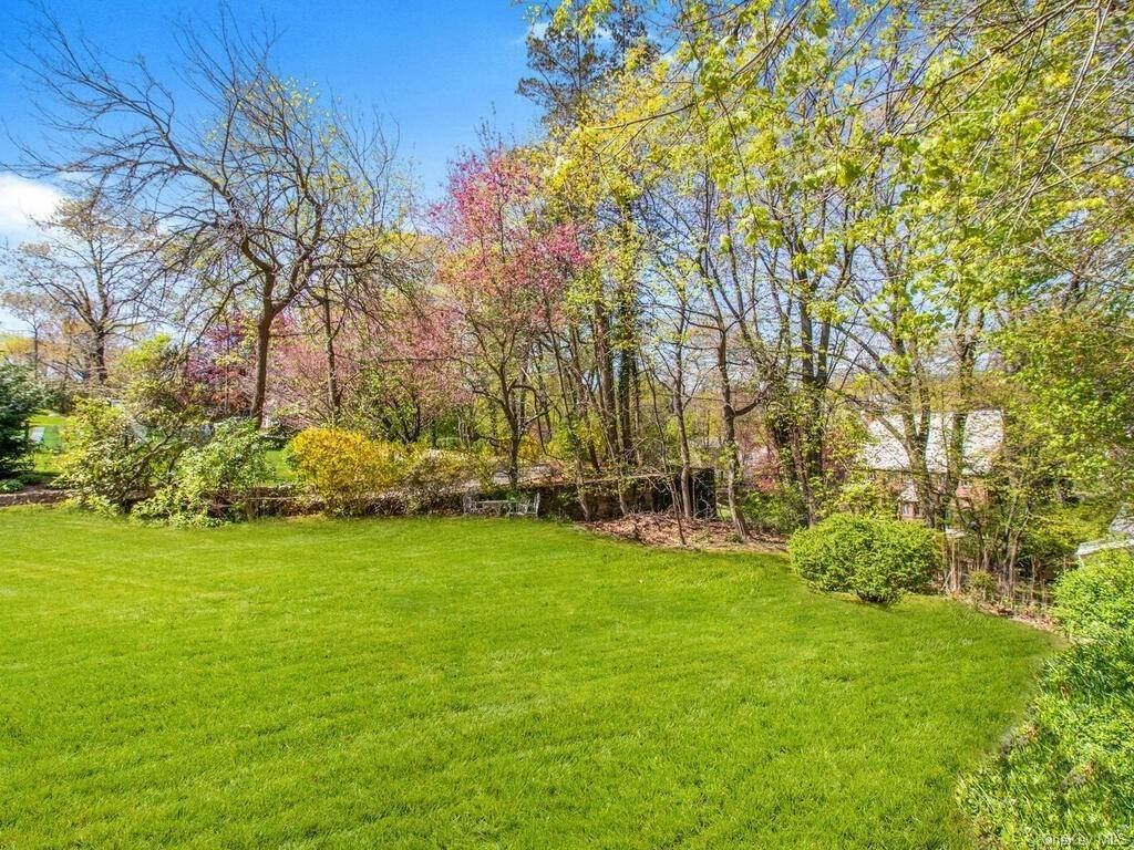 30. Single Family Home for Sale at 62 Cortlandt Avenue New Rochelle, New York, 10801 United States