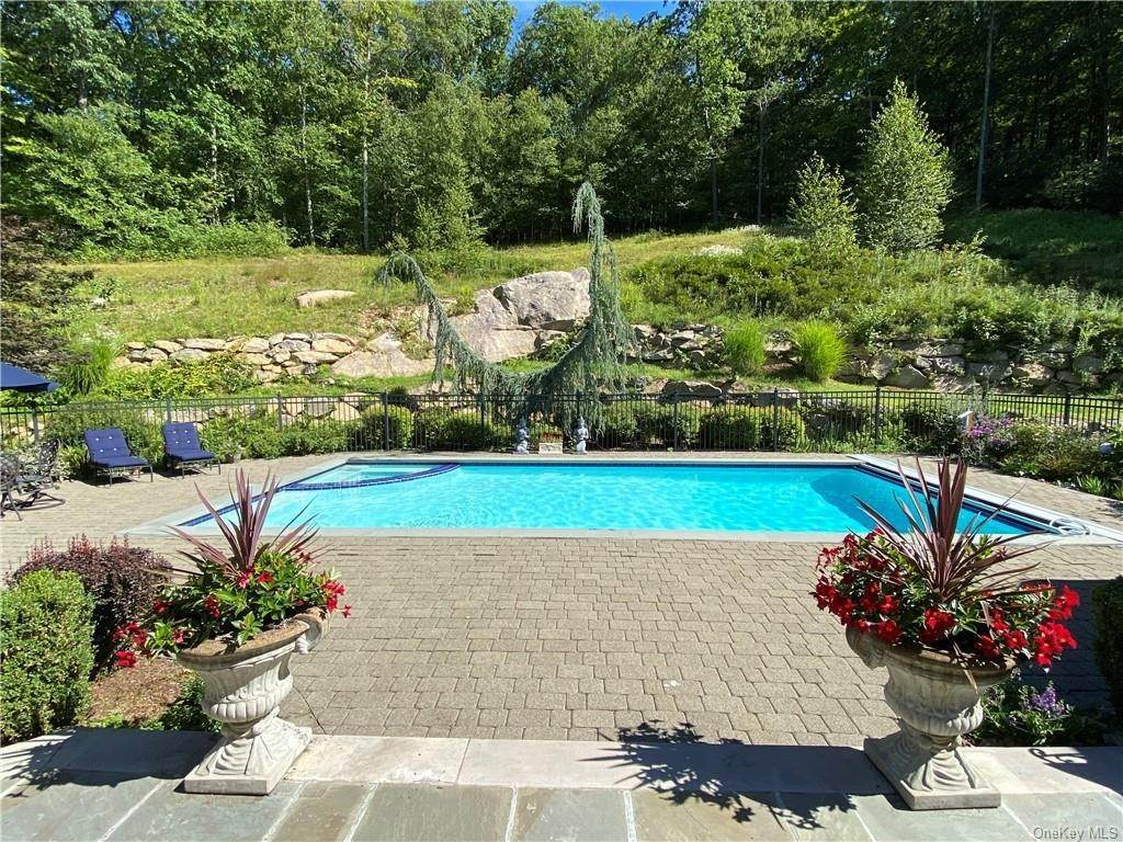 30. Single Family Home for Sale at 29 Helmstown Court Tuxedo Park, New York, 10987 United States