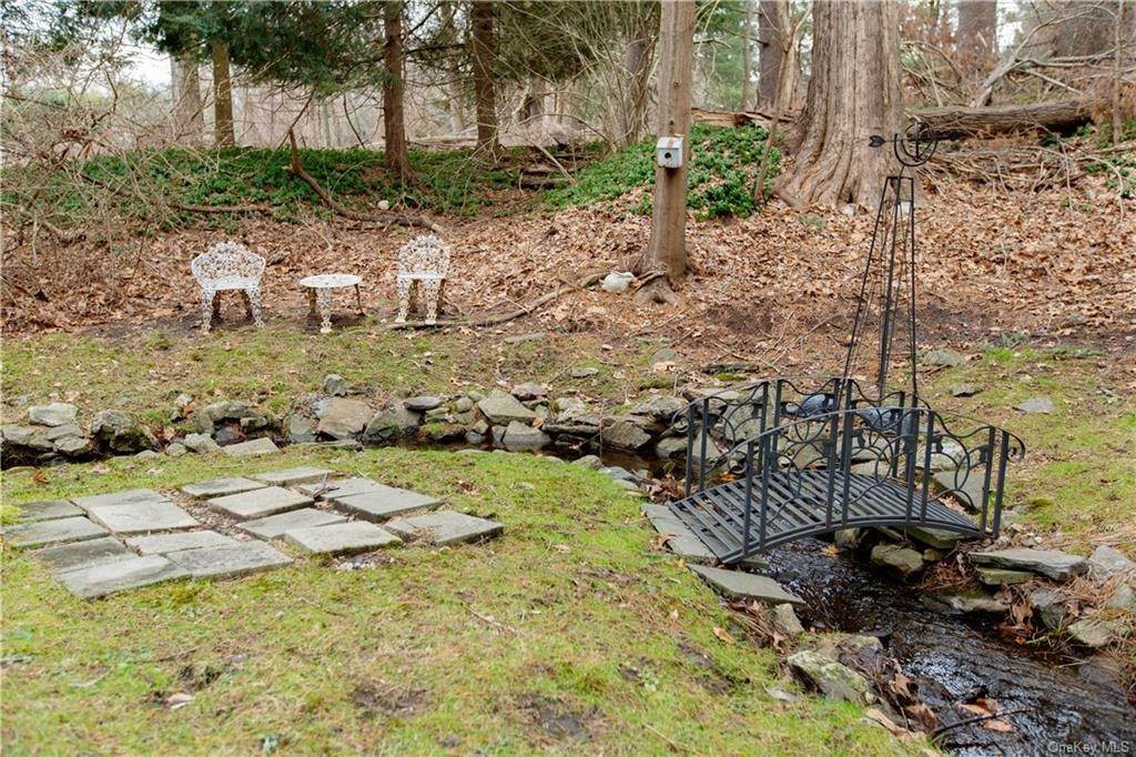 31. Single Family Home for Sale at 70 Goldens Bridge Road Katonah, New York, 10536 United States