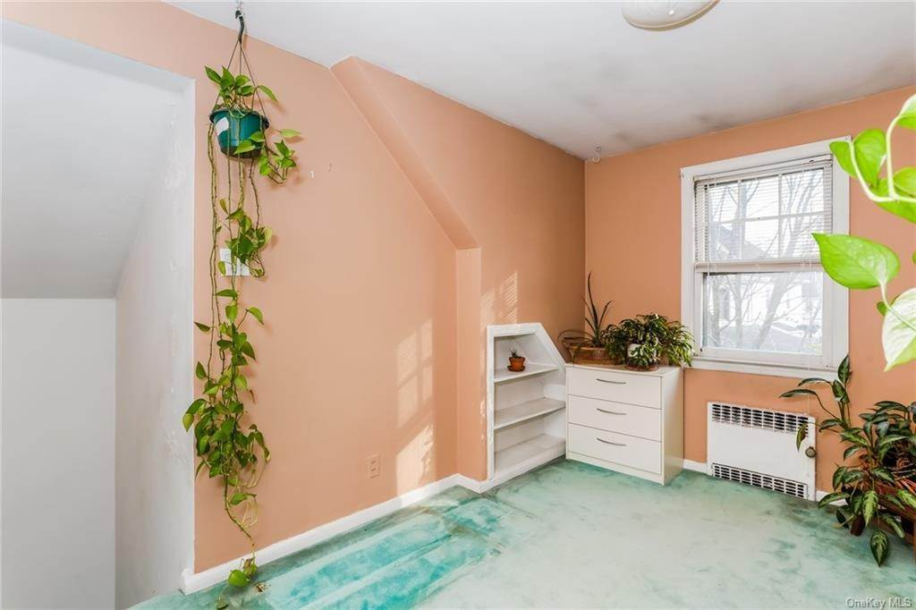 31. Single Family Home for Sale at 324 5th Avenue New Rochelle, New York, 10801 United States