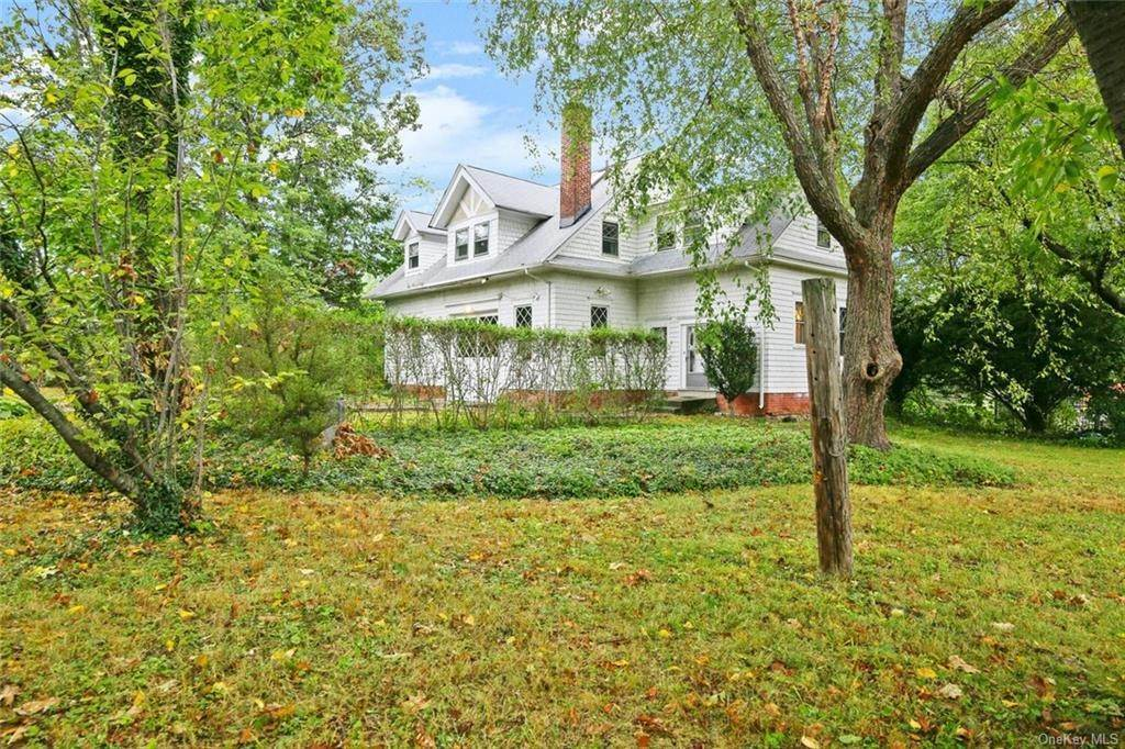 31. Single Family Home for Sale at 39 Potters Lane New Rochelle, New York, 10805 United States