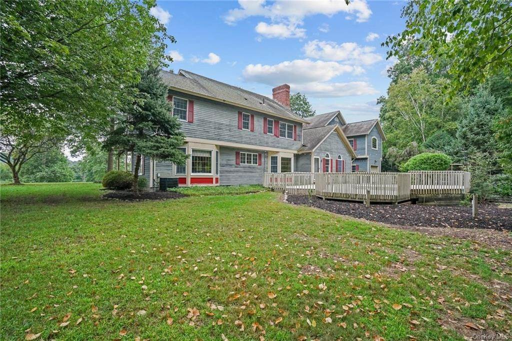 31. Single Family Home for Sale at 184 Sarah Wells Trail Campbell Hall, New York, 10916 United States
