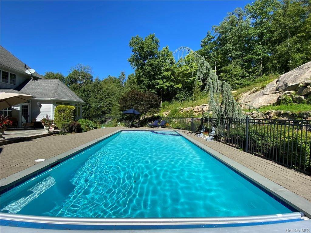 31. Single Family Home for Sale at 29 Helmstown Court Tuxedo Park, New York, 10987 United States