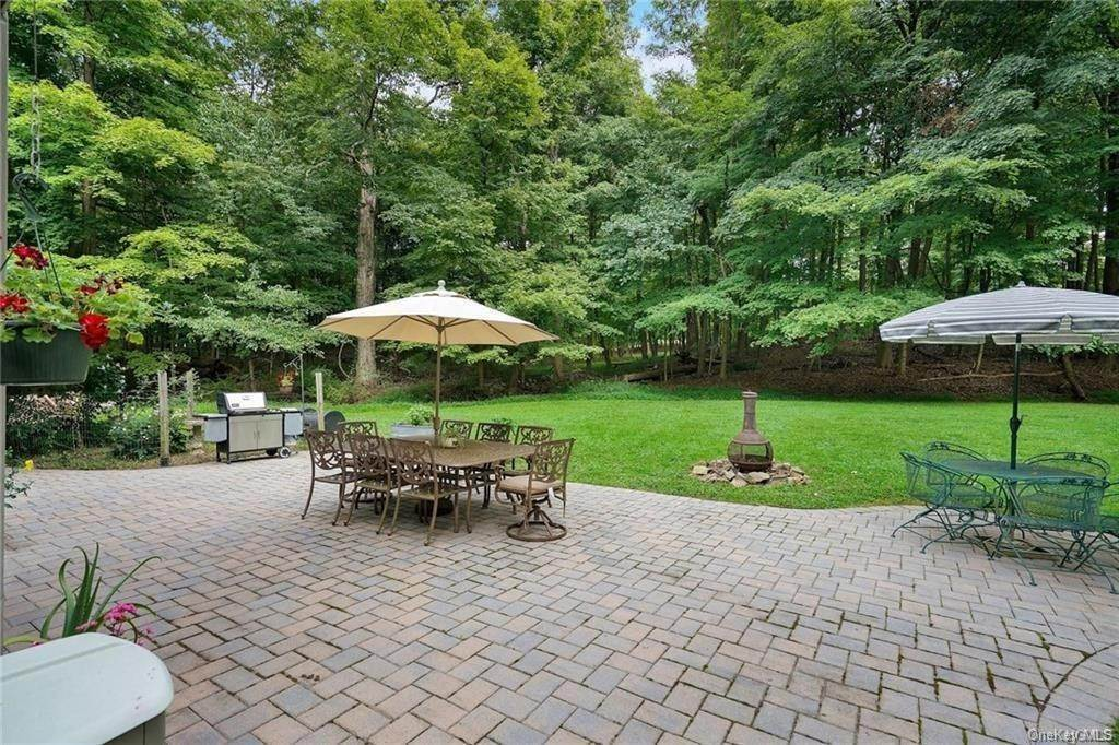 31. Single Family Home for Sale at 14 Lori Lane Chester, New York, 10918 United States