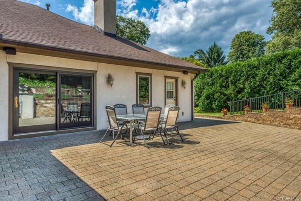 32. Single Family Home for Sale at 151 Revolutionary Road Briarcliff Manor, New York, 10510 United States