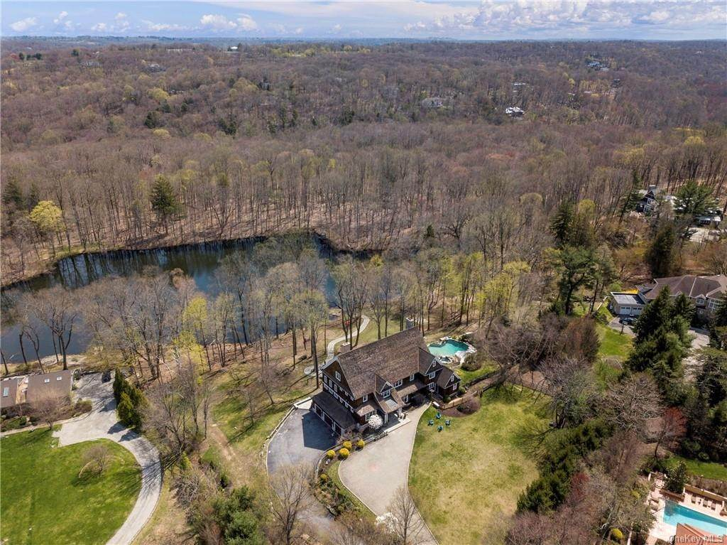 32. Single Family Home pour l Vente à 1 Autumn Way Chappaqua, New York, 10514 États-Unis