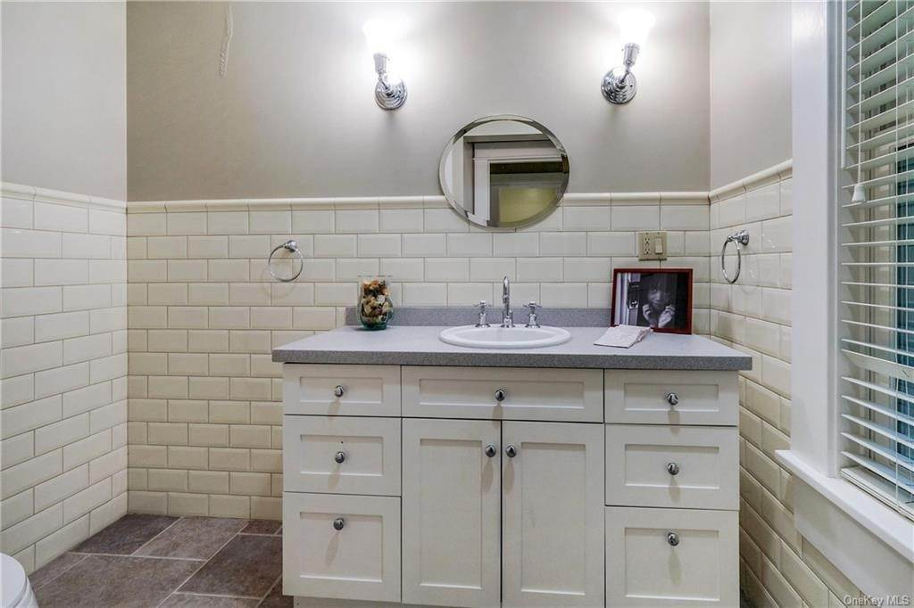 32. Single Family Home for Sale at 52 Ardsley Avenue W Irvington, New York, 10533 United States