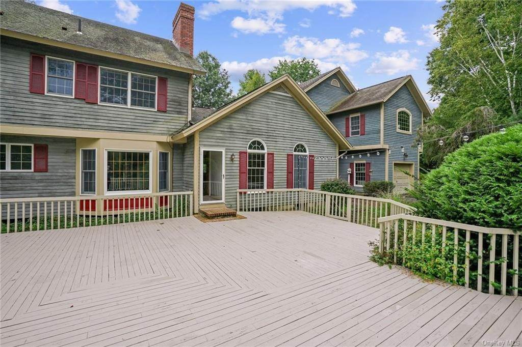 32. Single Family Home for Sale at 184 Sarah Wells Trail Campbell Hall, New York, 10916 United States