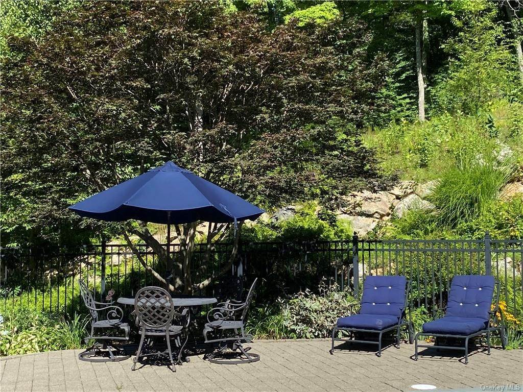 32. Single Family Home for Sale at 29 Helmstown Court Tuxedo Park, New York, 10987 United States