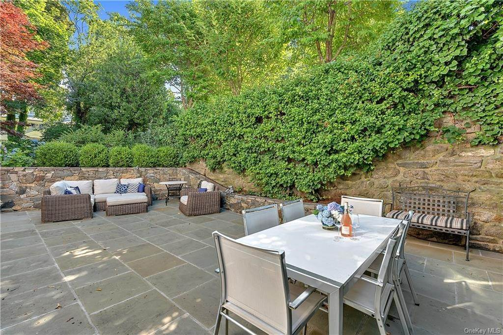 33. Single Family Home por un Venta en 25 Ridge Road Bronxville, Nueva York, 10708 Estados Unidos