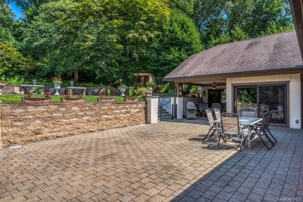 33. Single Family Home for Sale at 151 Revolutionary Road Briarcliff Manor, New York, 10510 United States