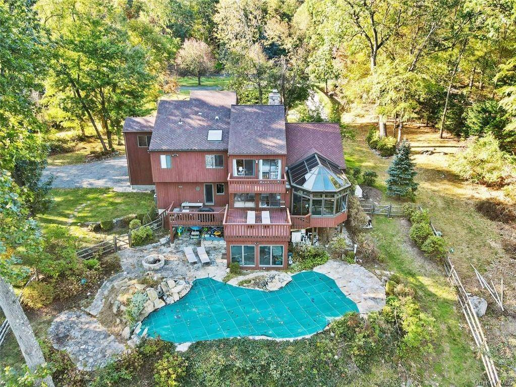 33. Single Family Home pour l Vente à 81 Quaker Hill Drive Croton On Hudson, New York, 10520 États-Unis