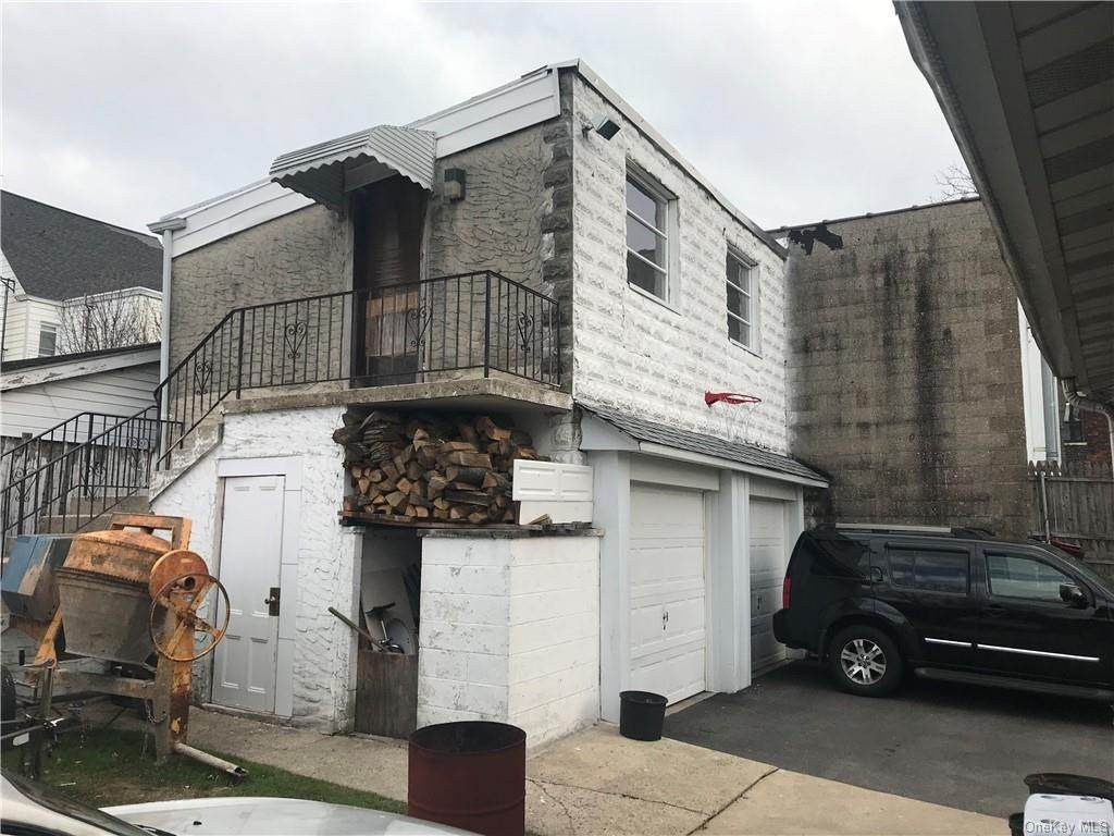 33. Single Family Home for Sale at 81 Walnut Street New Rochelle, New York, 10801 United States